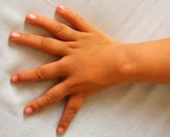 1 fille un doigt